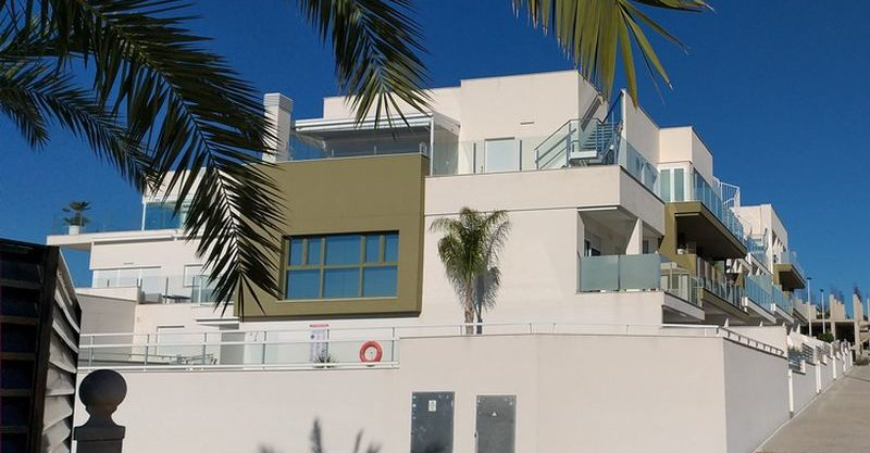 Modern style apartment just 800m from the beach – La Marina