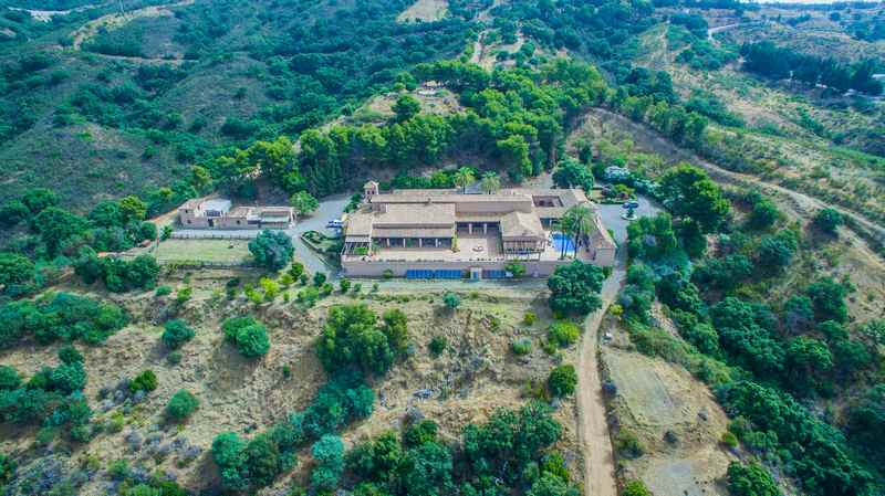 Magnificent mansion on a large plot and fantastic views, La Mairena (Marbella)